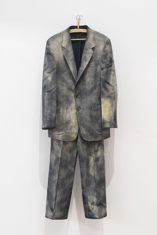Verachtung (Suit)